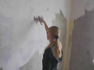 Шпаклёвка стен под обои – от выбора материалов до технологии процесса